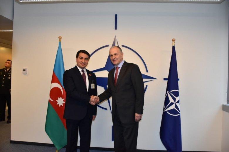 Prezidentin köməkçisi NATO Baş katibinin müavini ilə görüşüb
