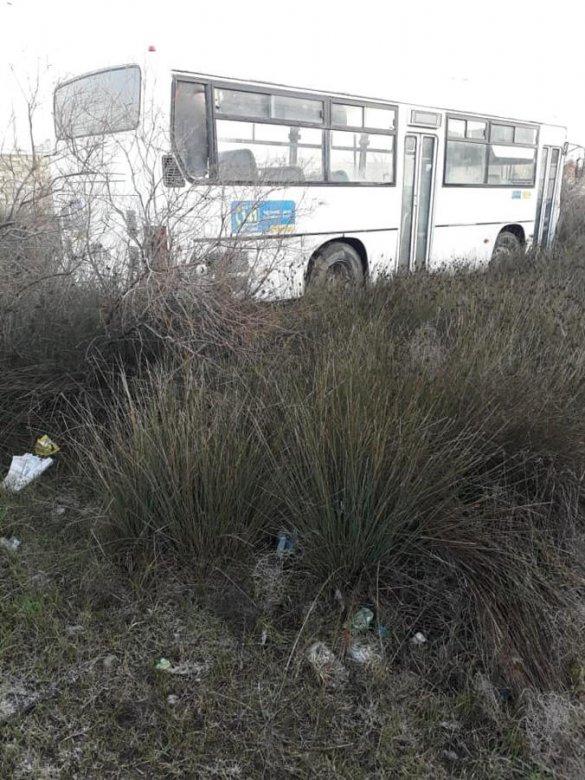 Bakıda sərnişin avtobusu körpüdən aşdı: yaralılar var
