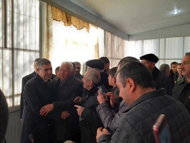 Seçicilər Vüqar Bayramovu böyük təntənə ilə qarşıladı