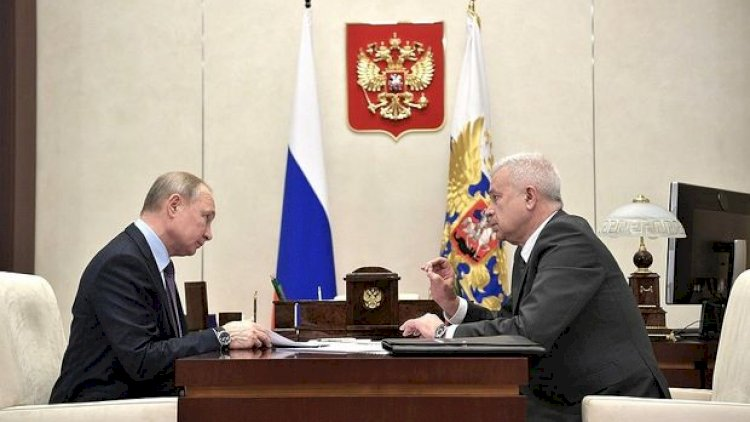 Putin Vahid Əhmədovu sorğu-suala tutdu: