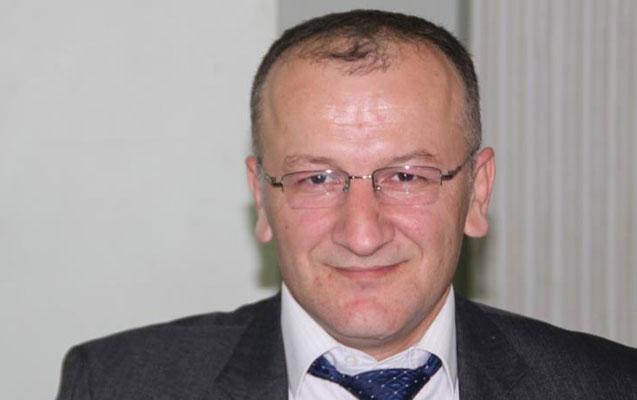 Polislər müxalifətçi baş redaktoru döyüb