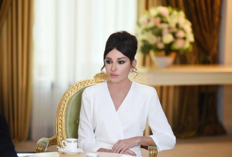 Mehriban Əliyeva güləşçilərimizə təbrik məktubu ünvanladı