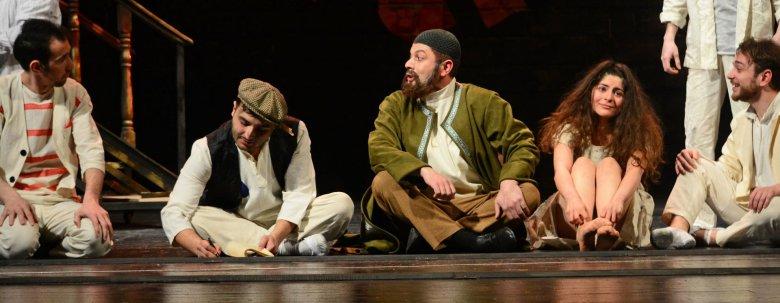 """Teatrda """"Dəli yığıncağı"""" olacaq"""