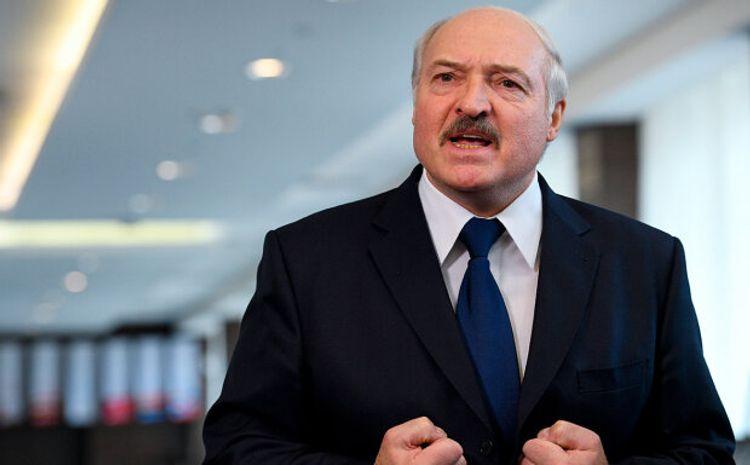 """Lukaşenkodan Putinə cavab: """"Diz çökməmək üçün bunu edirik"""""""