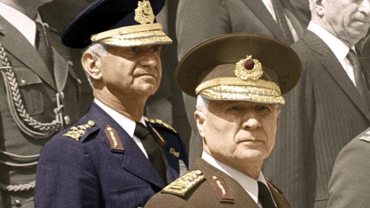 Dövlət çevrilişi edən admiral və generalın rütbəsi alındı