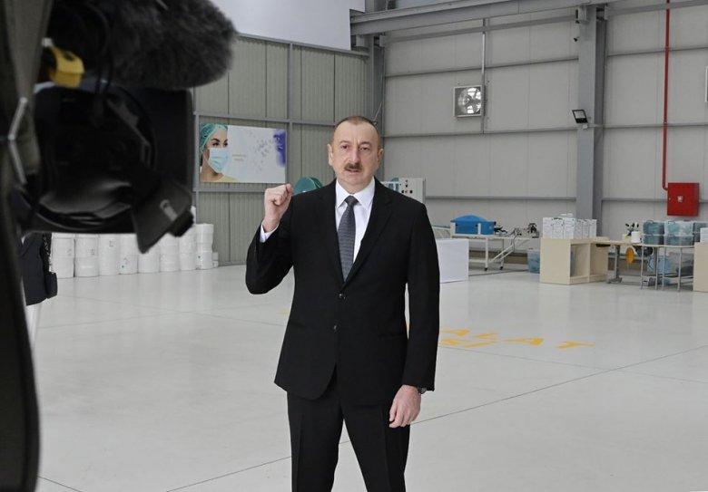 İlham Əliyev tibbi maska istehsalı müəssisəsinin açılışında: