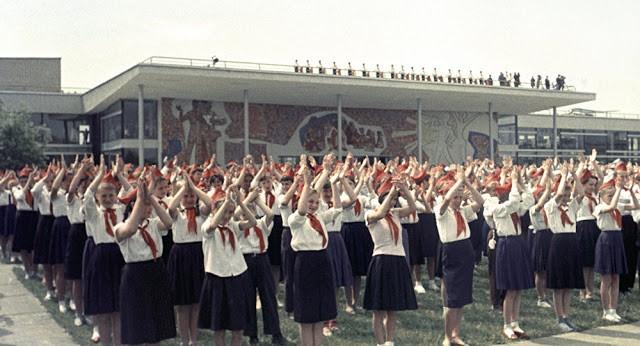 Kommunistlər pioner təşkilatının bərpa olunmasını istəyir