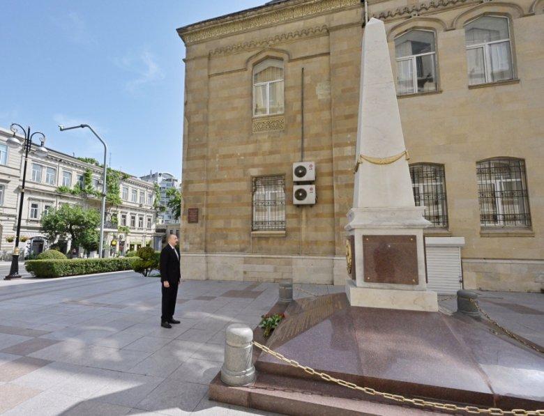 Prezident Azərbaycan Xalq Cümhuriyyətinin şərəfinə ucaldılmış abidəni ziyarət edib