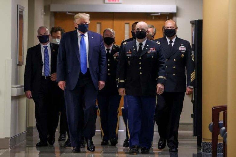 ABŞ prezidenti də maska taxmaq məcburiyyətində qaldı