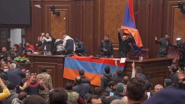 Ermənistanda xaos: etirzaçılar parlament binasını ələ keçirib » Reyting.az