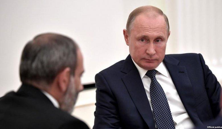 """Putinlə Paşinyan telefonla danışıb: """"Təmkinli olun"""""""